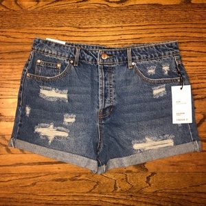 NWT Forever 21 Girlfriend Distressed Cuffed Shorts